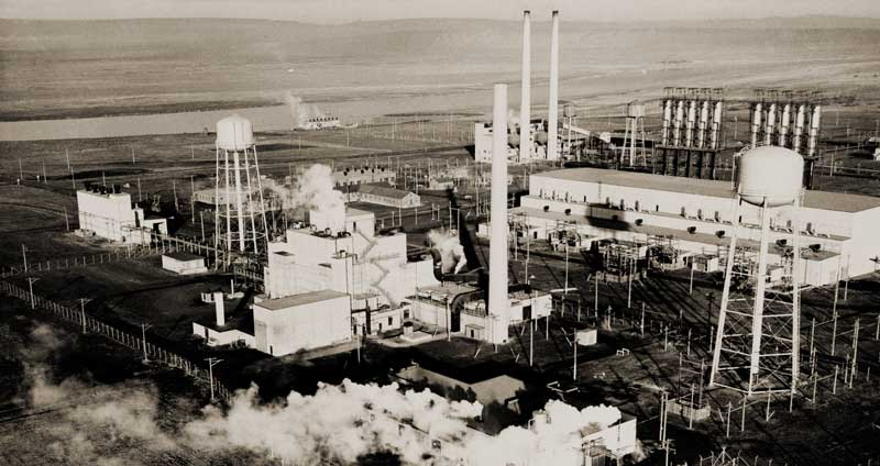einstein and the manhattan project The manhattan project texts einstein had written to inform roosevelt that recent research on chain reactions utilizing uranium made it probable that large amounts.